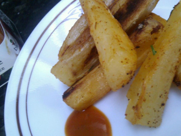 Bipins hot Chilli sauce Fire! Nature with low fat cassava chips